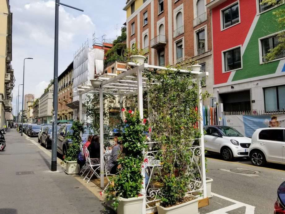 Pop up instant balcony for eating outside